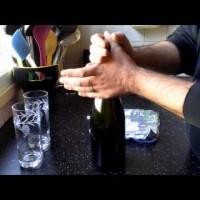 img_381_astuce-pour-ouvrir-une-bouteille-de-champagne-secouee-hd.jpg